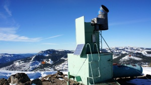 Cloud seeding tower at the summit of Alpine Meadows ski area near Lake Tahoe, California. (Lauren Sommer/KQED)
