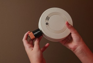 Smoke-detector-alarm-battery1